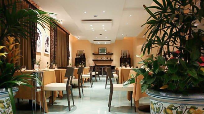 Sala del ristorante - Visconti