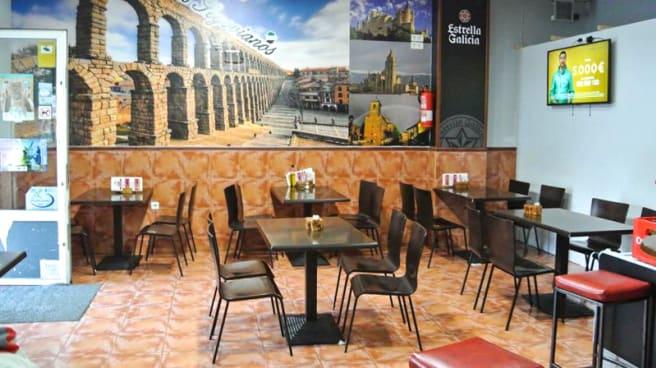 Sala del restaurante - Bar los Segovianos, Merida