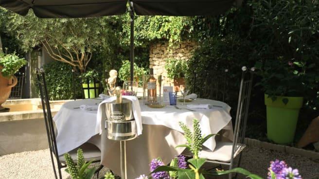 Côté jardin - L'Auberge de Cheval Blanc