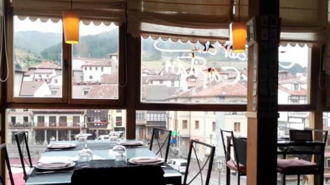 Vista sala - El Cenador del Capitán, Potes