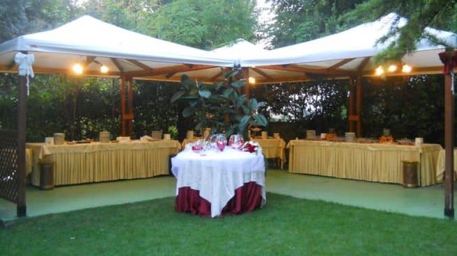 Buffet in giardino - Rustichello