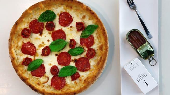 pizza gourmet con acciughe del mar cantabrico - Bietigheim, Altamura