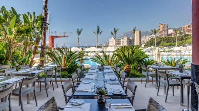 Terrasse du restaurant face à la piscine olympique - Le Deck, Roquebrune-Cap-Martin