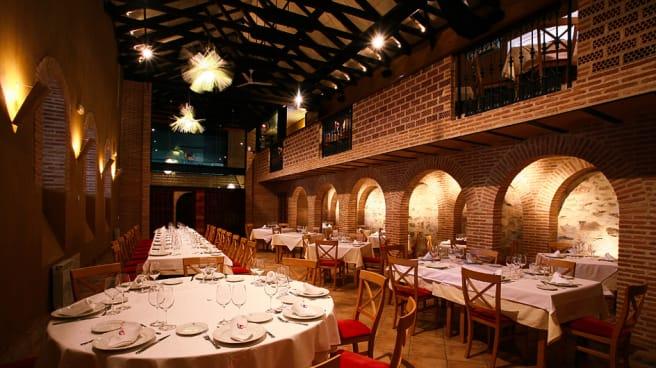 Vista salón - El Umbráculo de Bodegas Real - Valdepeñas, Valdepeñas