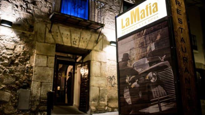 Entrada - La Mafia se sienta a la mesa Merida, Merida