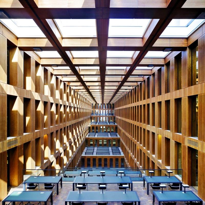 Jacob und Wilhelm Grimm Zentrum Great reading hall