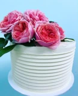 classic white fresh flower cake