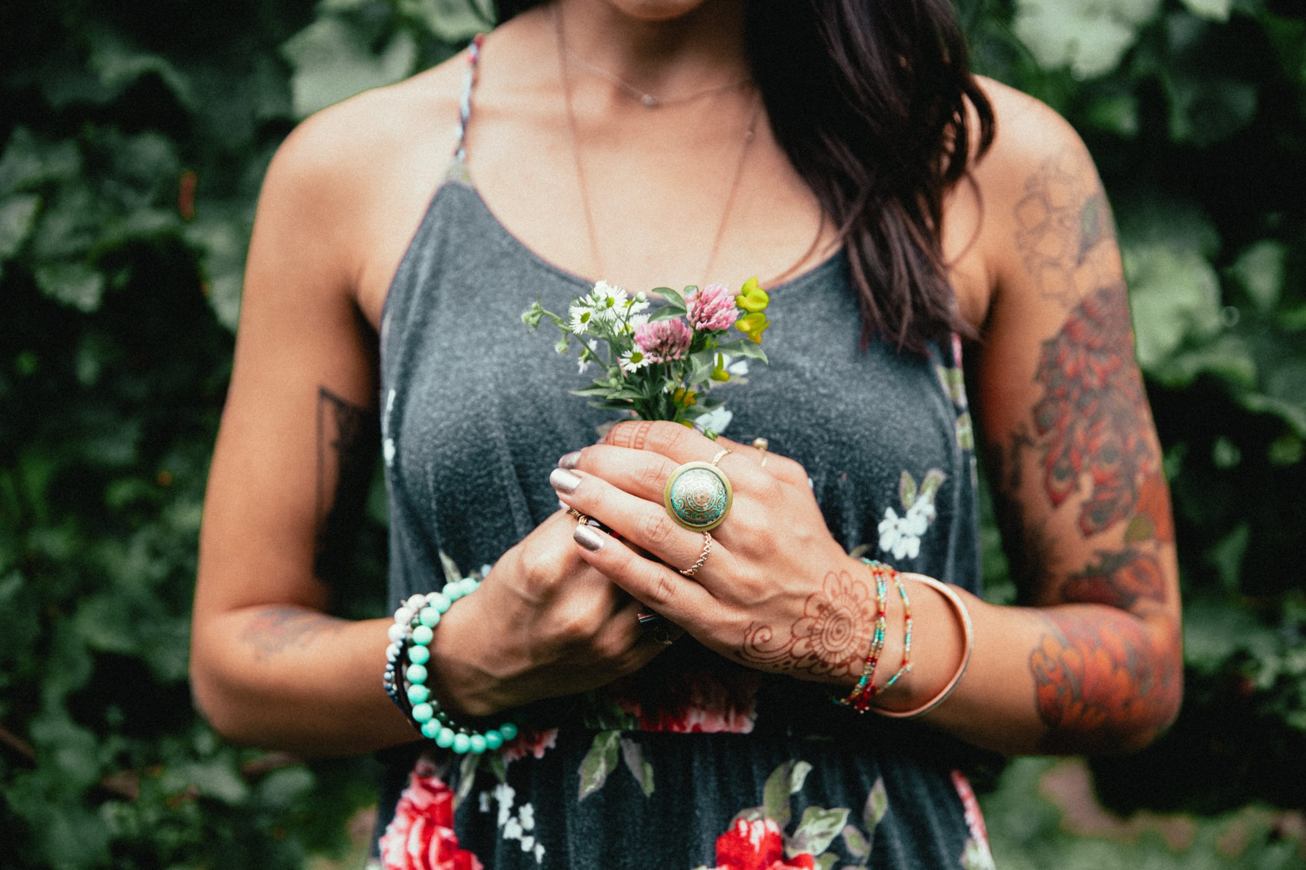tattooes woman holding flowers