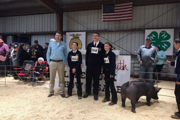 SMS Students Take First and Second in Swine Showmanship