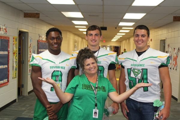 SHS Football Players Visit SPS