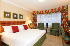 Deluxe Room at Kingsway Hall Hotel