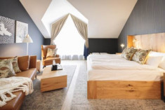 The Royal Hug Wellness Suite + Breakfast at Sunrose 7 - Heritage Boutique Hotel