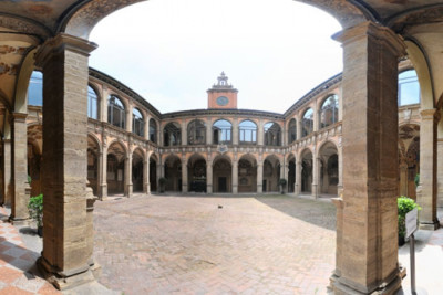 Luxury & Cultural Shopping Tour in Bologna