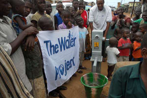 The Water Project: Bai Bureh Road, Grass Field Well Rehabilitation Project -