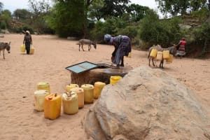 The Water Project: Nzalae Community A -  Open Well In Riverbed