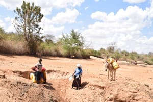 The Water Project: Kasioni Community -  Scoop Holes