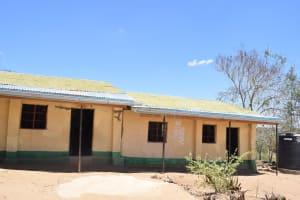 The Water Project: Ilinge Primary School -  Tank Guttering