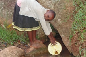 The Water Project: Chandolo Community, Joseph Ingara Spring -  Alice Fetching Water