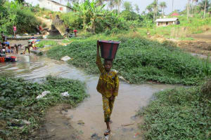 The Water Project: Kasongha Community, Maternal Child Health Post -  Carrying Water