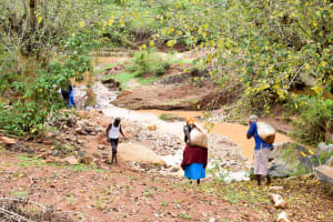 The Water Project: Kathuni Community -  Carrying Materials