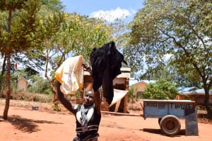The Water Project: Uthunga Community A -  Using The Clothesline