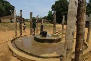 The Water Project: Mapitheri, Port Loko Road -  Well In Need Of Repair