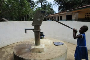 The Water Project: Gbaneh Bana SLMB Primary School -  Lamrana Showing Us How The Pump Works