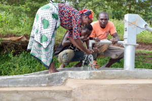 The Water Project: Utuneni Community A -  Finished Well