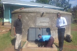 The Water Project: Friends Emanda Secondary School -  Christine Aleyo Fetching Water