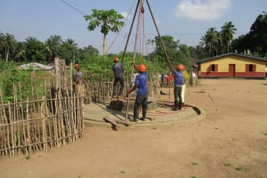 The Water Project: Mapitheri, Port Loko Road -  Drill Rig Set Up