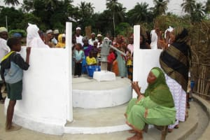 The Water Project: Mapitheri, Port Loko Road -  Well Dedication