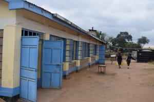 The Water Project: Kiundwani Secondary School -  Carrying Water Past Class