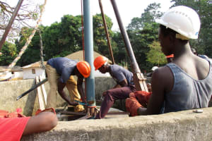 The Water Project: Lungi, Tonkoya Village -  Casing