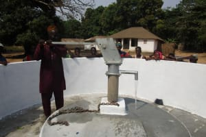 The Water Project: Lungi, Tonkoya Village -  Pumping Water