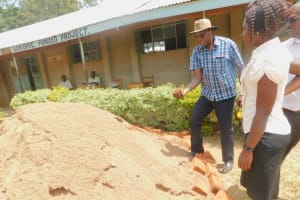 The Water Project: Ichinga Muslim Primary School -  Testing For Sand Quality