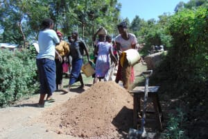 The Water Project: Imbinga Community, Arunga Spring -  Delivering Sand