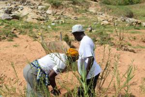 The Water Project: Mwau Community -  Digging