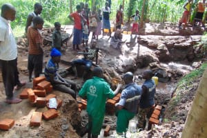 The Water Project: Buhayi Community, Nasichundukha Spring -  Bug Community Turn Out To Help With Construction