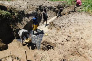The Water Project: Shihingo Community, Inzuka Spring -  Community Members Help