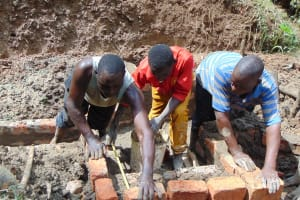 The Water Project: Shamiloli Community, Kwasasala Spring -  Measuring With Teamwork