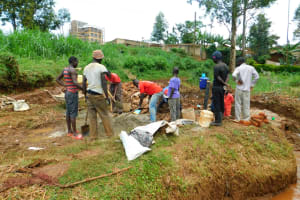 The Water Project: Lutonyi Community, Lutomia Spring -  Many Hands Make Light Work