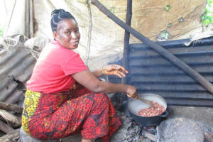 The Water Project: Lungi, Lungi Town, Holy Cross Primary School -  Roasting Groundnuts