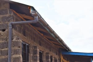 The Water Project: Kiundwani Secondary School -  New Guttering For The Tank