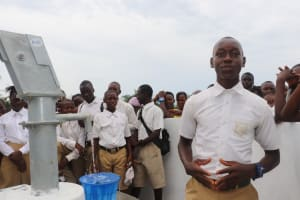The Water Project: Lungi, Komkanda Memorial Secondary School -  Student Delivers Speech Of Thanks