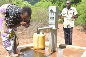 The Water Project: Wamwathi Community A -  Drinking Water From The Well