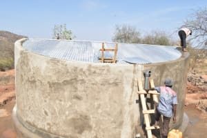 The Water Project: Kangutha Primary School -  Finishing The Tank Roof