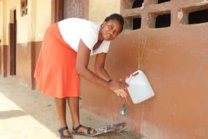 The Water Project: Lungi, Kasongha, DEC Kasongha Primary School -  Teacher Demonstrating Handwashing