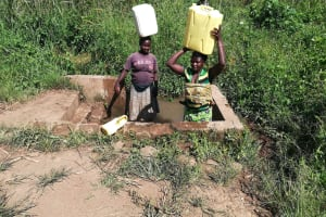 The Water Project: Kaitabahuma I Community -  Carrying Water