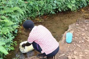 The Water Project: Harambee Community, Elijah Kwalanda Spring -  Nillah Collecting Water