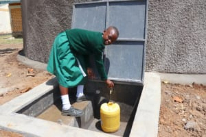 The Water Project: Friends School Mahira Primary -  Fetching Water At The Tank
